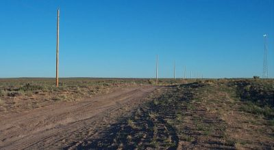 Sunny Arizona land.  Power at the road 1.25 acres . Mobile homes ok